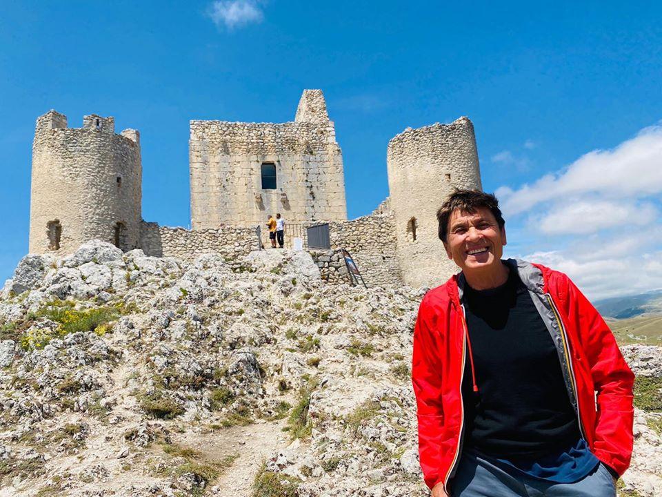 "Gianni Morandi a Rocca Calascio: ""Da quassù il panorama a 360 gradi è veramente maestoso"""