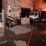 Violento incendio in un centro riciclo rifiuti cartacei ad Avezzano