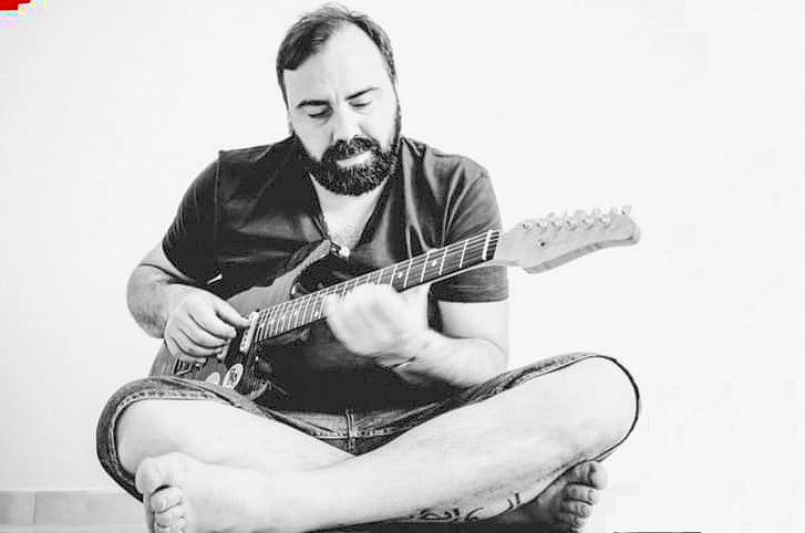 """E' uscito """"Azul"""", il secondo disco da solista del musicista avezzanese Francesco Di Cicco"""