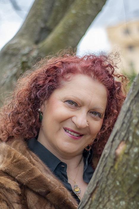 """Presentazione del libro """"Il ginepro e l'oleandro"""" della scrittrice avezzanese Vittoria Cecilia Di Biase"""