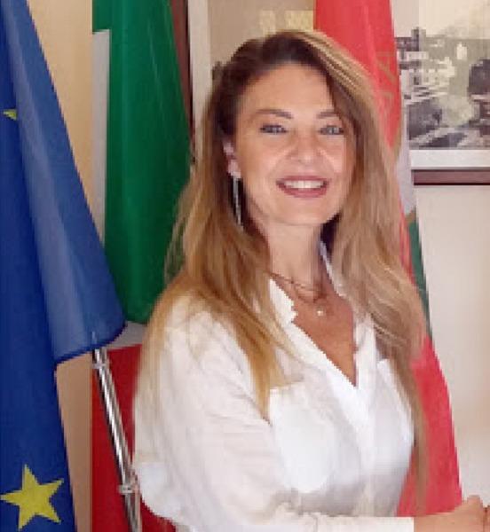 """Elezioni 2020 ad Avezzano, Forza Italia cala """"l'asso rosa"""" e presenta il suo candidato sindaco: Annamaria Taccone, docente universitaria e Commercialista"""