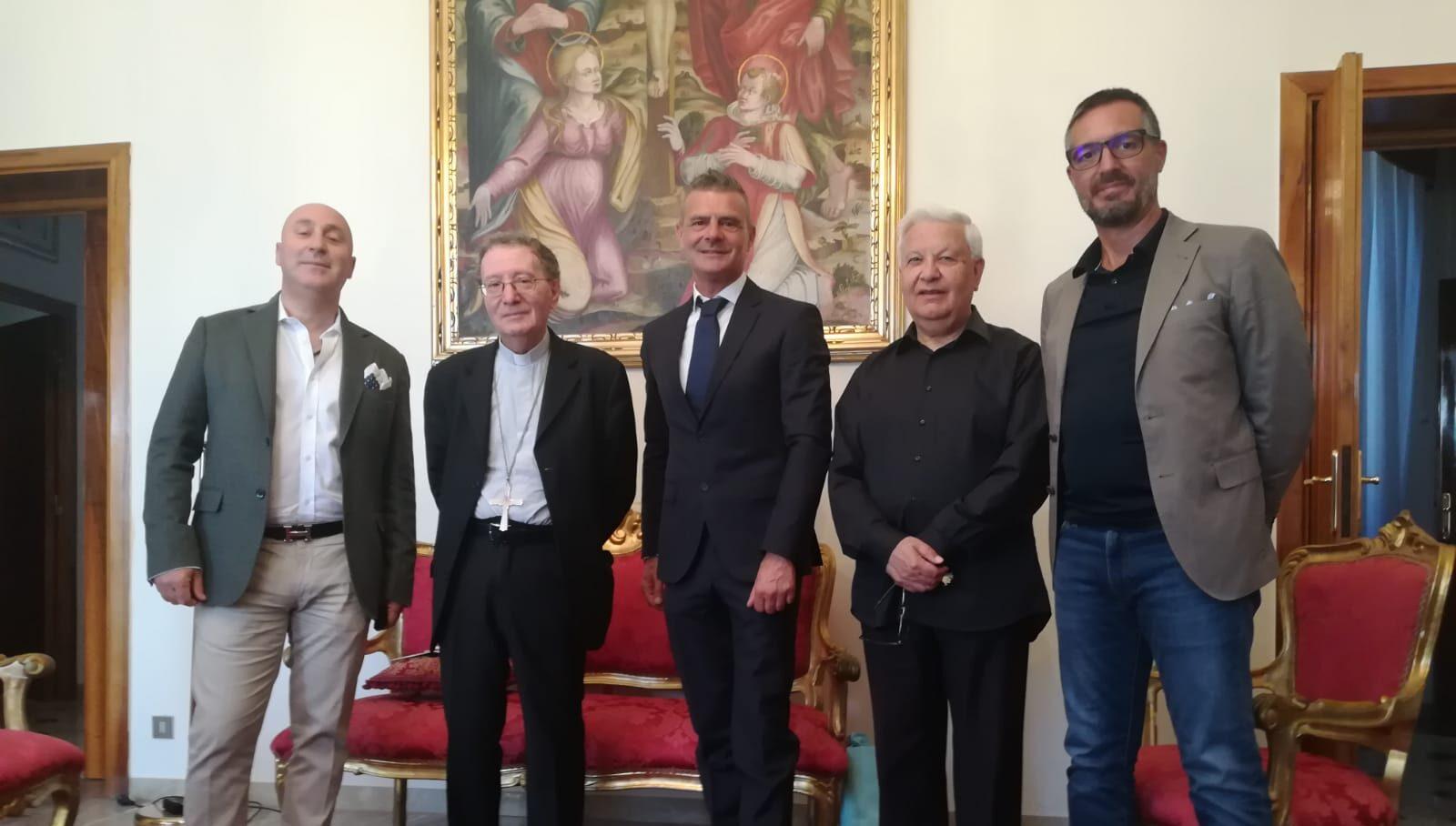 """L'Associazione """"Diamoci una mano"""" incontra il Vescovo dei Marsi Mons. Pietro Santoro"""