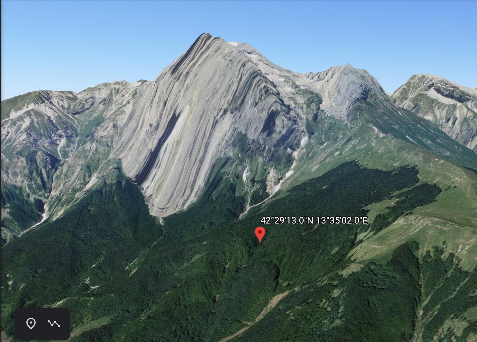 Recuperate due escursioniste in un bosco situato alla base del Paretone sul Gran Sasso
