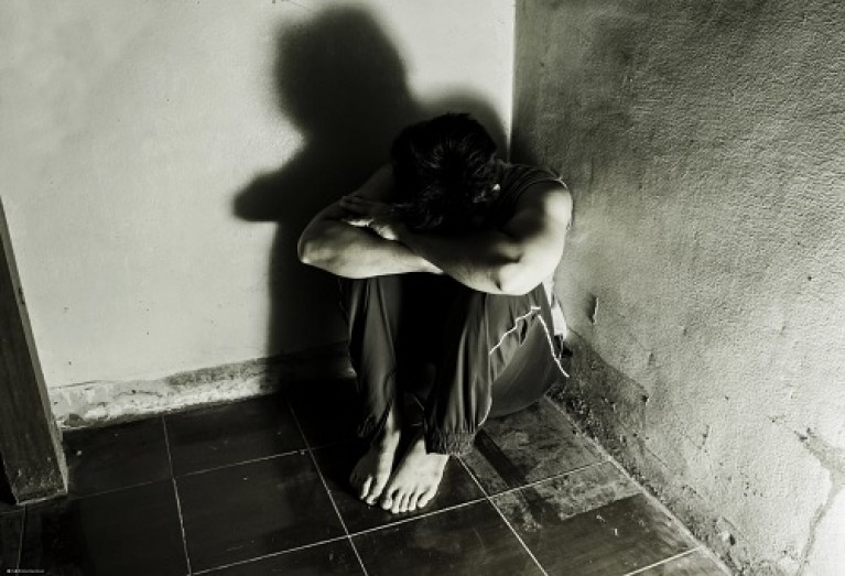 Minaccia di morte la moglie e la costringe a dormire sul pavimento, celanese rinviato a giudizio