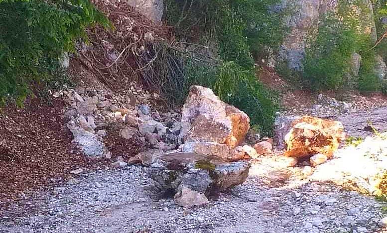 """A causa di una frana è stata chiusa la strada tra Meta, Rifugio Cerasoli e zona """"Femmina Morta"""""""