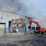 Incendio ad Avezzano, intervento dei Vigili del Fuoco ancora in corso. Città invasa dalle polveri del rogo
