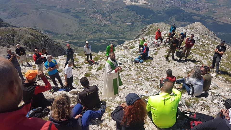 Messa in Vetta. Toccante cerimonia sulla cima di Monte Velino