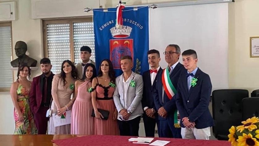 Festa dei 18enni ad Ortucchio, il sindaco ha consegnato una copia della Costituzione