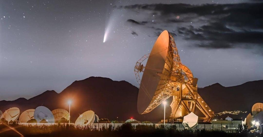 Il passaggio della cometa Neowise sulle antenne di Telespazio
