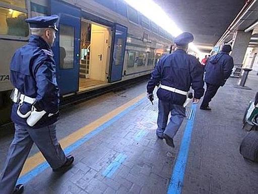 Ruba divisa da lavoro su un treno, avezzanese a processo a Firenze
