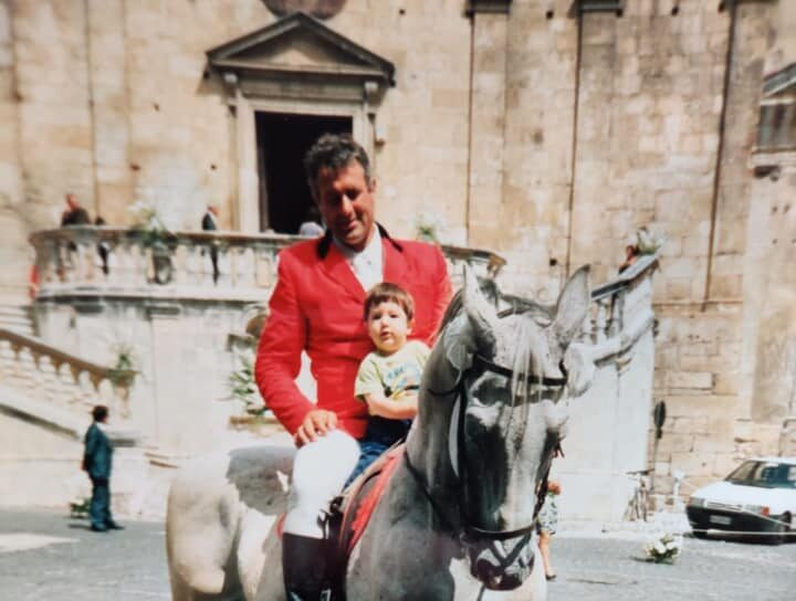 Un trekking a cavallo in ricordo di Giacinto Flammini, il pensionato che morì dopo un incidente con il trattore a Castelnuovo