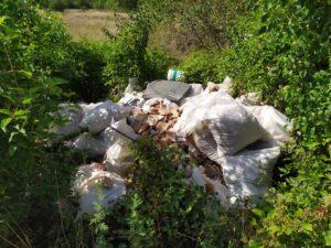 Ancora rifiuti abbandonati ad Avezzano, via Celsius una discarica a cielo aperto