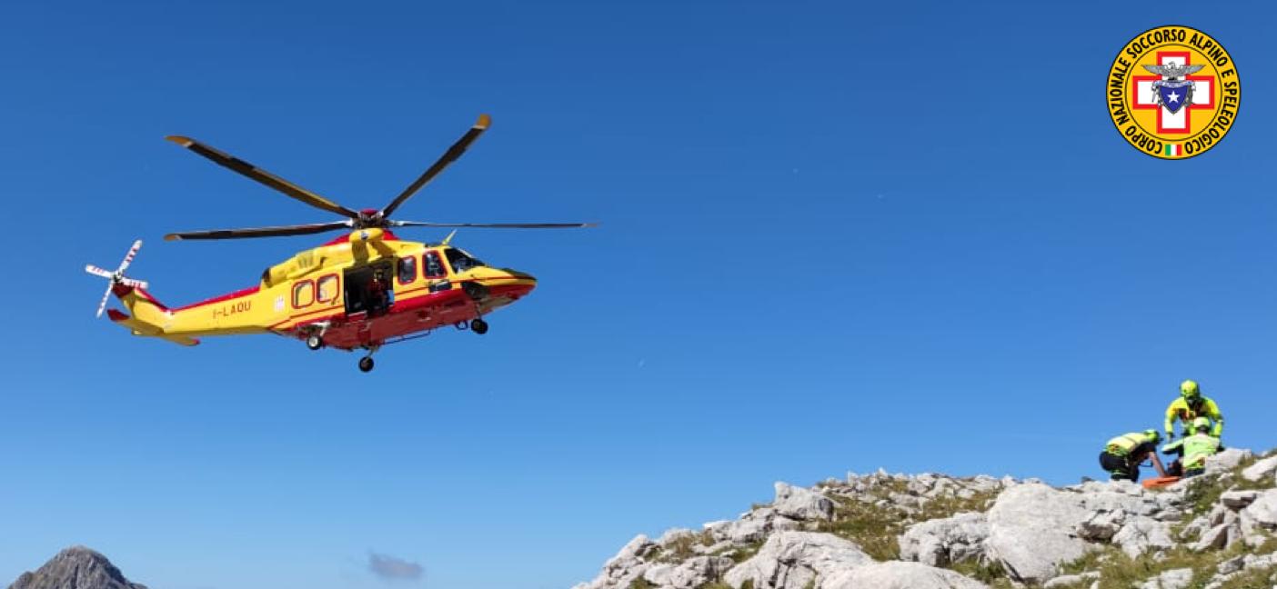 Escursionista precipita da 10 metri di altezza lungo la direttissima del Gran Sasso, recuperato con l'elicottero del 118