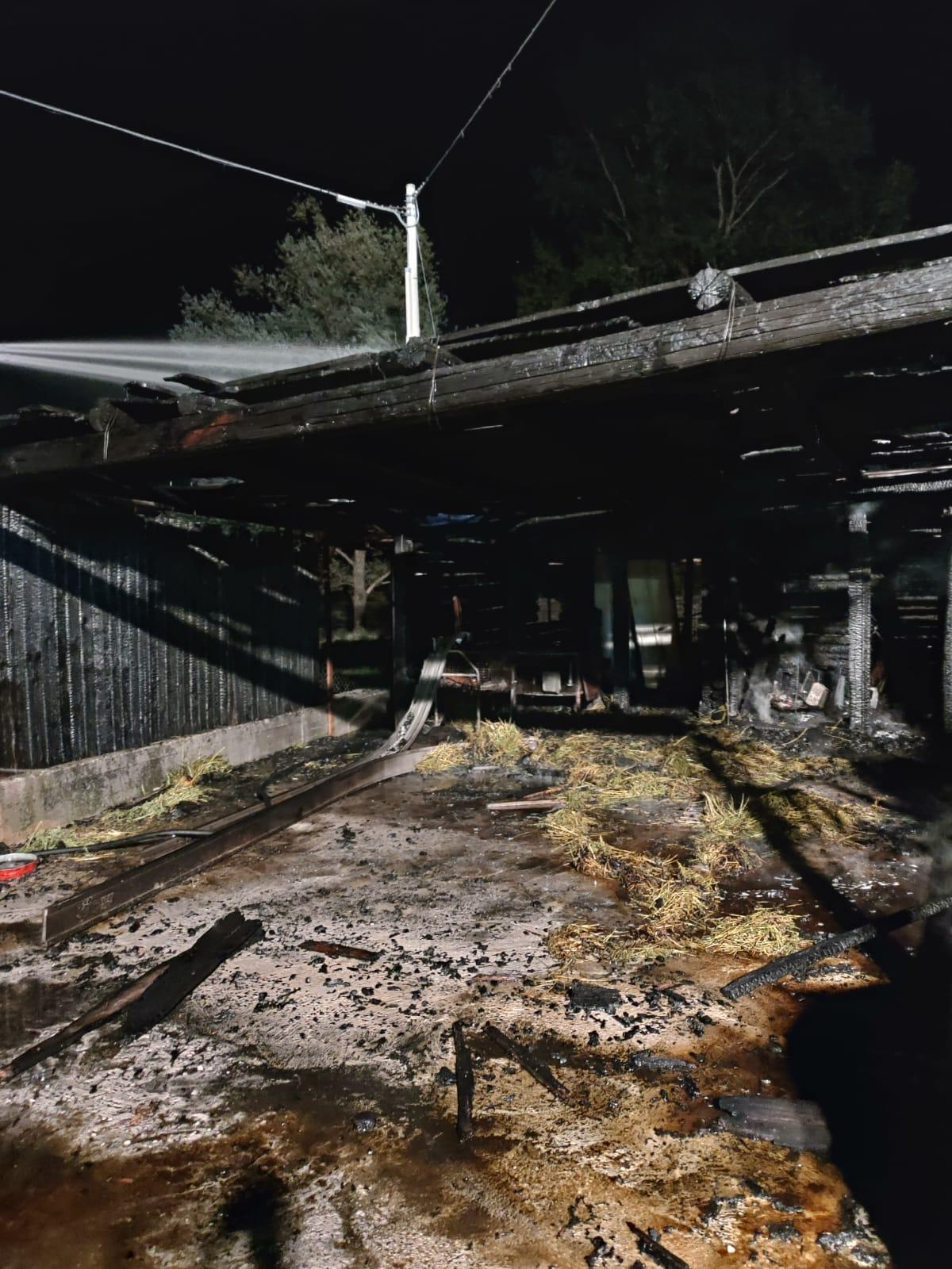 Incendio in una fattoria della Valle Roveto