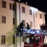 Crolla un pezzo di cornicione in un palazzo nel centro di Avezzano