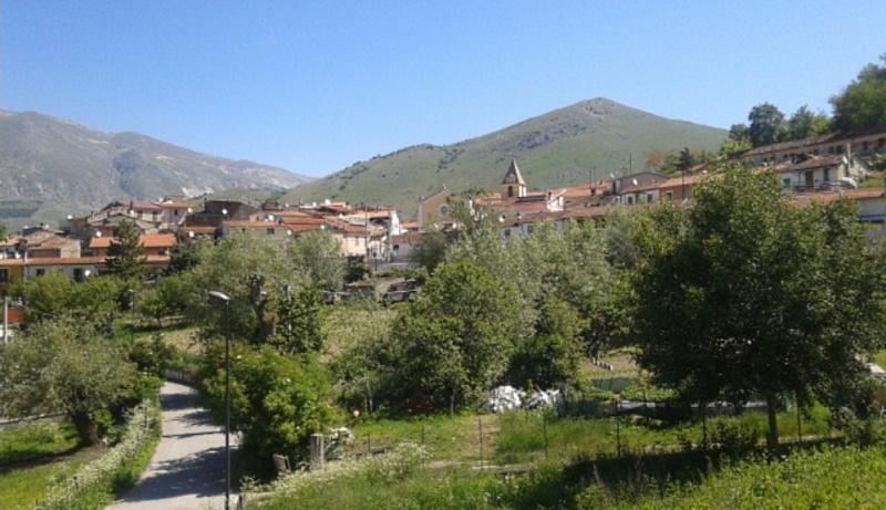 A Castelnuovo di Avezzano non esiste segnale di telefonia mobile. I residenti protestano e presentano una petizione