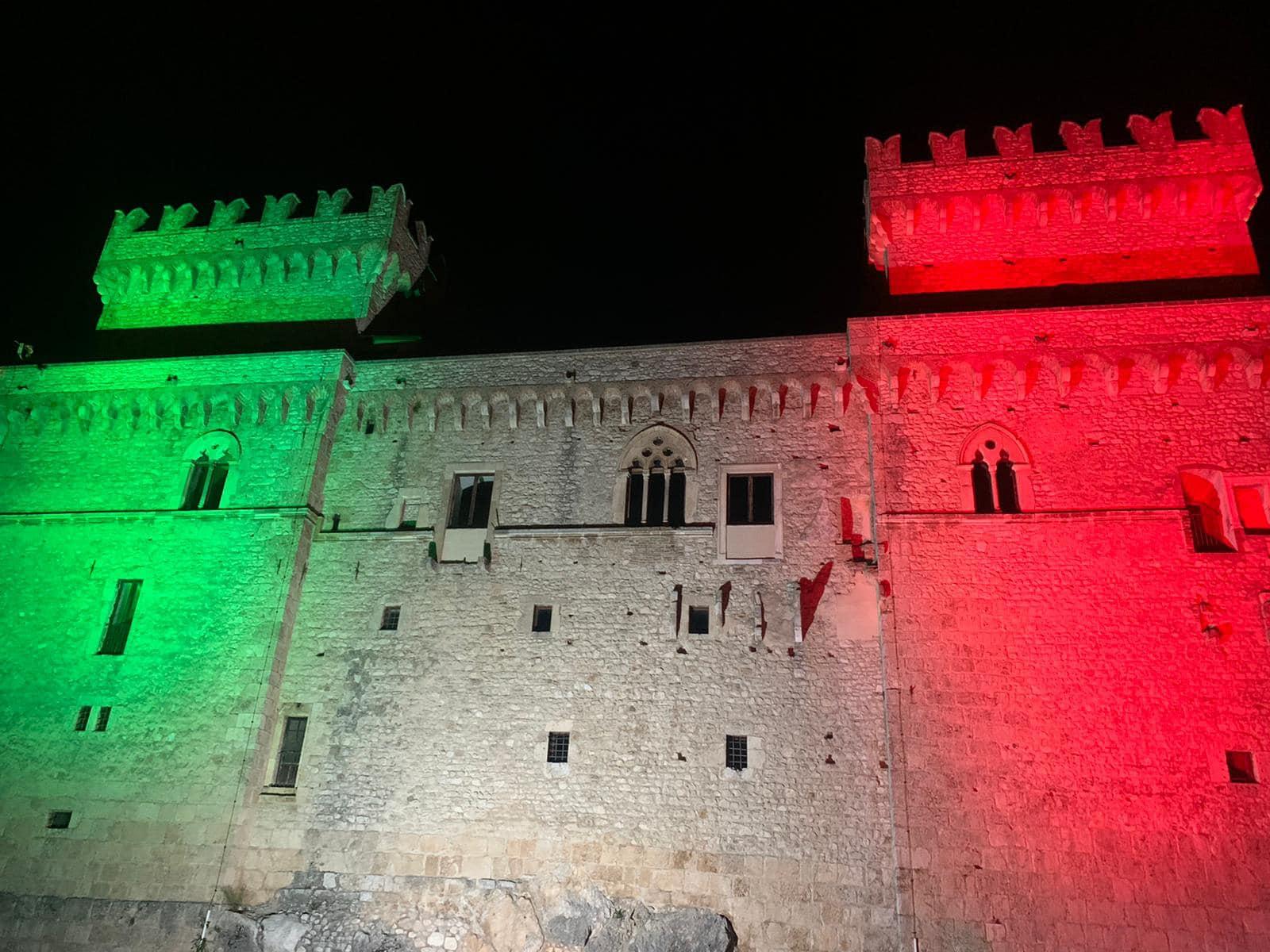 Celano, il tricolore illumina il Castello Piccolomini