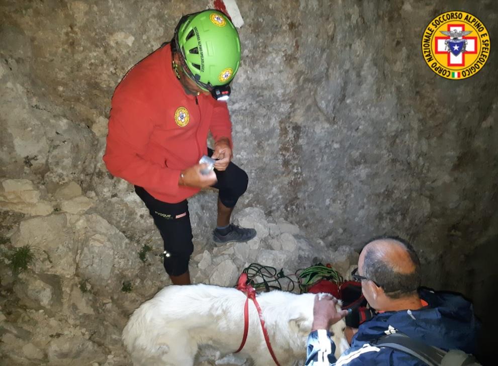 Escursionista salvato insieme al suo cane, dopo essere rimasto bloccato per ore sul Corno Grande