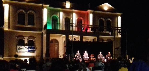 A Capistrello, nella notte di San Lorenzo, il grande teatro con Fontamara, fra palco e realtà con la forza delle parole