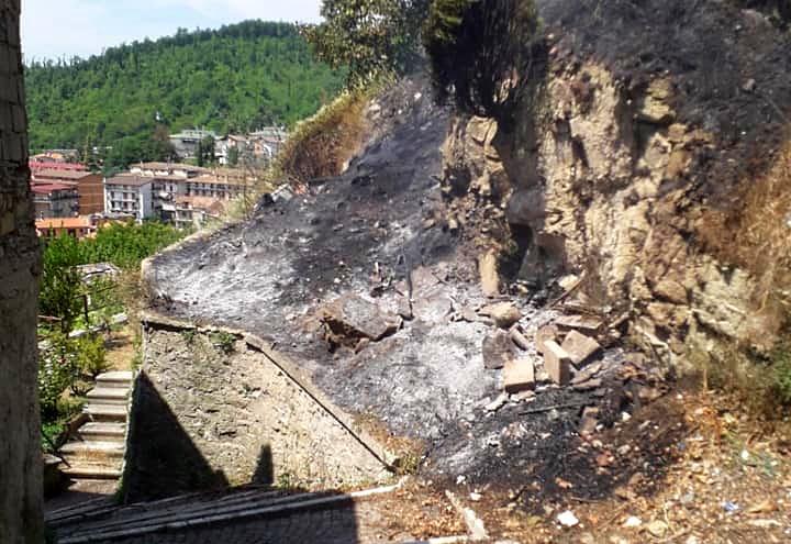 Spento l'incendio nel centro storico di Carsoli