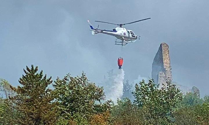 Incendio a San Potito di Ovindoli, in corso le operazioni di spegnimento