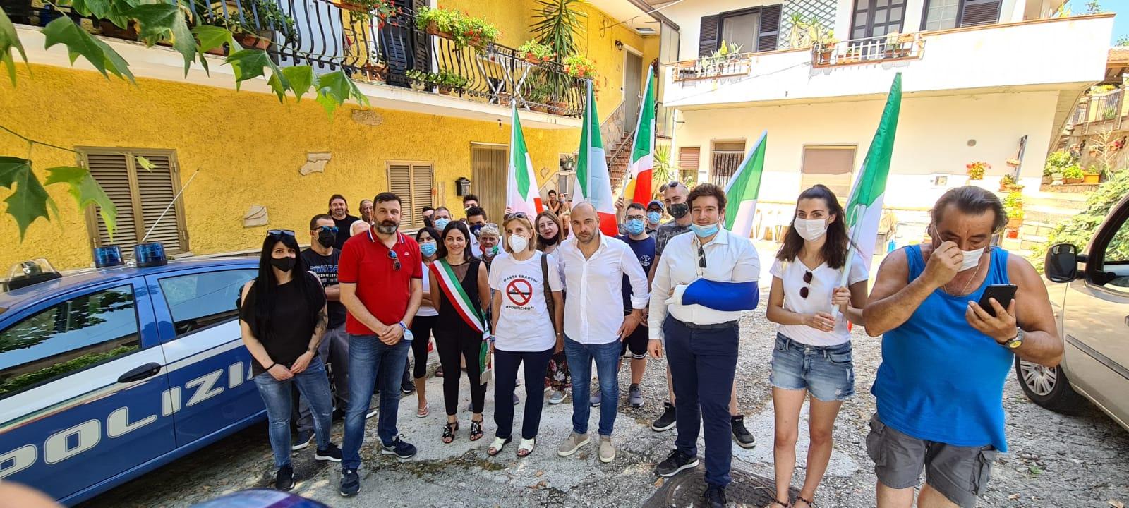"""""""Stop Invasioni"""", la Lega mette in scena una protesta per i 20 migranti nordafricani assegnati alla Marsica"""
