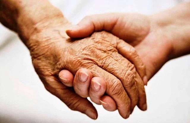 """Progetto """"Time to care"""" supporto e assistenza agli anziani. Croce Verde di Civitella Roveto offre due posti"""