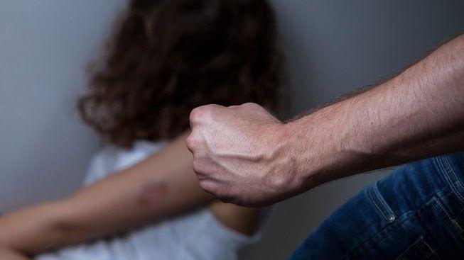 Ingiurie, percosse e minacce davanti alla figlia minore, eseguita misura cautelare del divieto di avvicinamento nei confronti di un marsicano