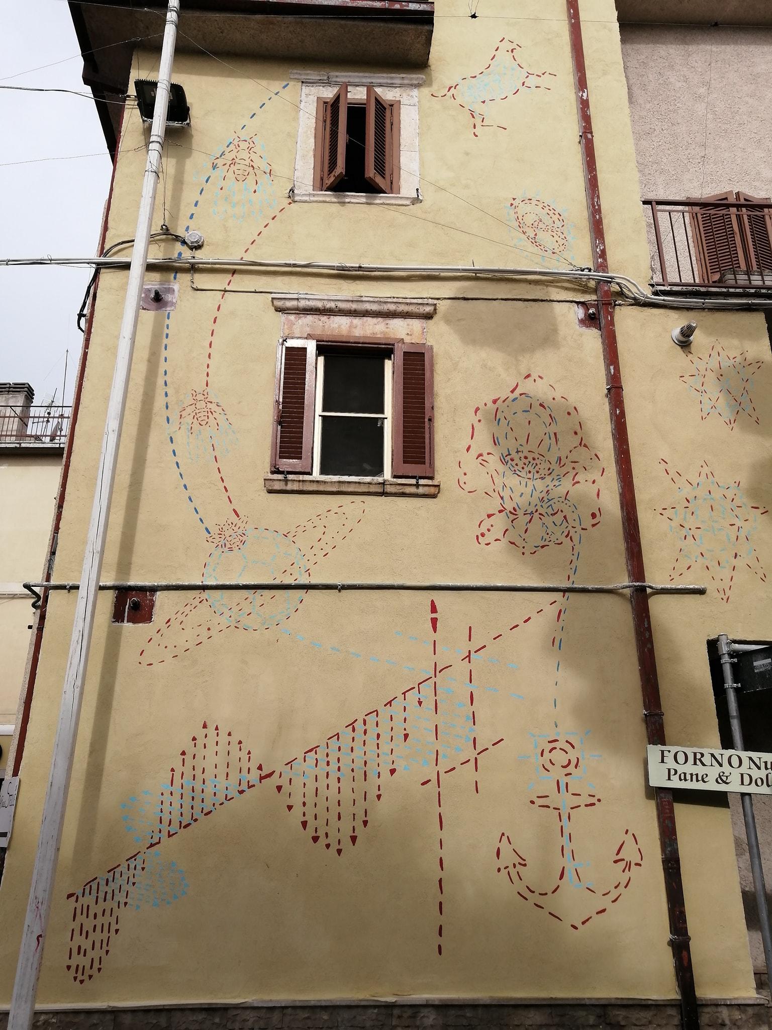 Ad Aielli c'è un murales diverso dagli altri, quello dei giovani aiellesi