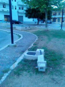 Atti vandalici ad Avezzano, nella piazza adiacente alla chiesa di San Pio x è stata trovata completamente rotta una fontanella
