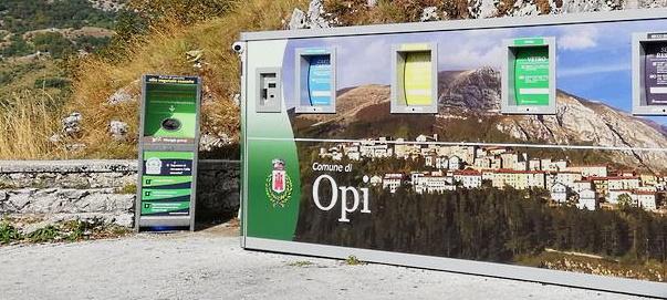 Box per la raccolta di oli usati da cucina presso l'isola ecologica di Opi