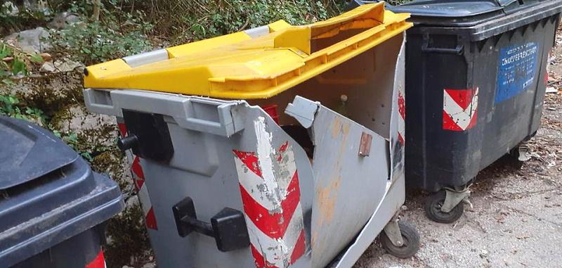 Cassonetti rotti e inciviltà diffusa: problemi coi rifiuti a Corcumello