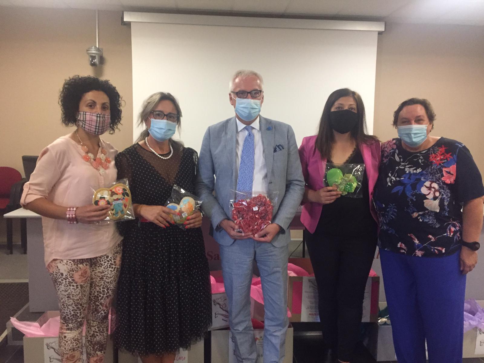 Covid: ringraziamento agli operatori sanitari con l'iniziativa 'grazie col cuore'