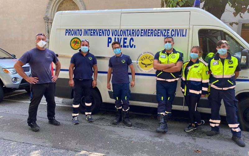 La Protezione Civile di Tagliacozzo consegna le mascherine all'Istituto Argoli