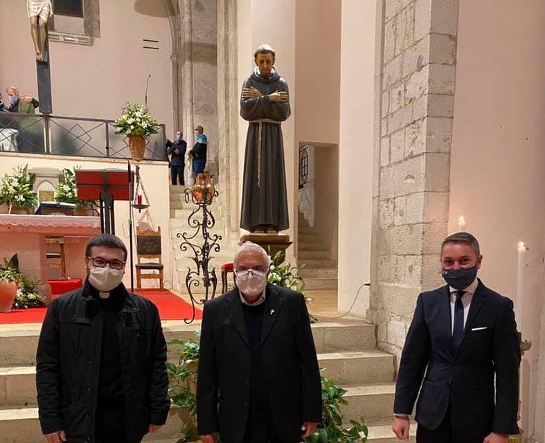 Tagliacozzo, il saluto del Sindaco Giovagnorio ai parroci Don Bruno e Don Emidio