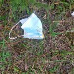 Mascherine usate abbandonate sul Monte Salviano