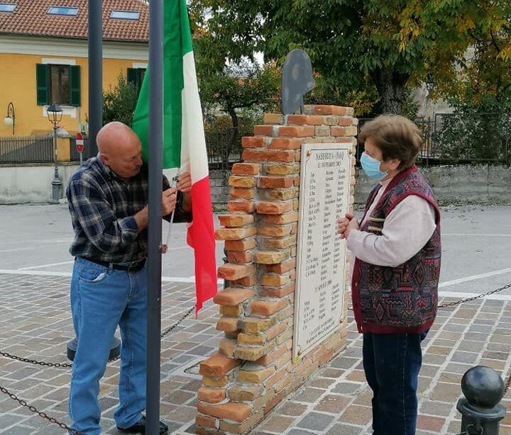 Nobile gesto da parte di due cittadini maglianesi, sostituiscono la bandiera al monumento dedicato caduti di Nassiriya