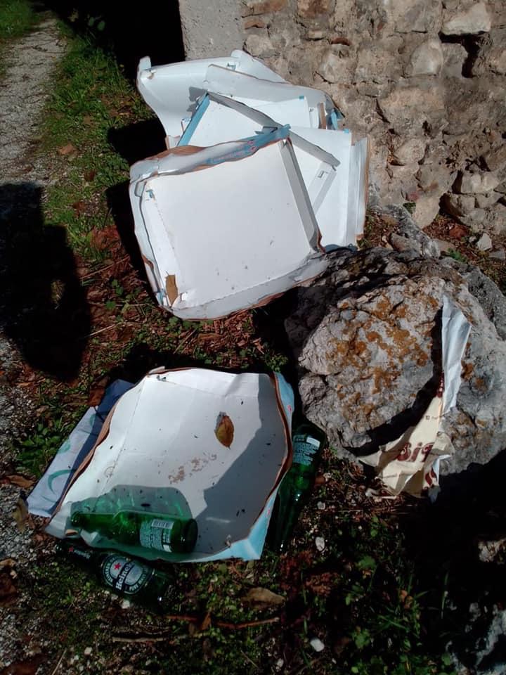 Magliano de' Marsi, rifiuti abbandonati per strada dopo una pizza in compagnia