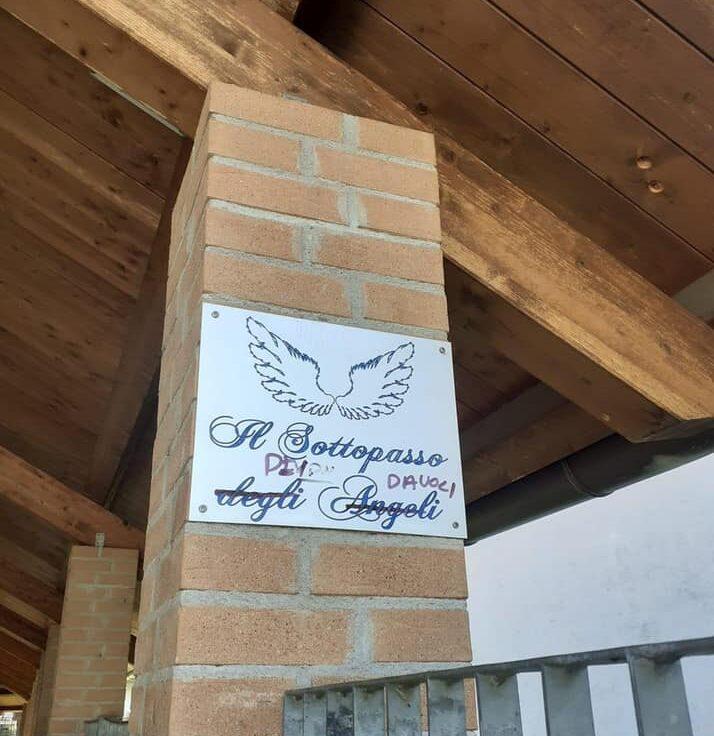 """Tagliacozzo, imbrattato il cartello """"Il Sottopasso degli Angeli"""""""