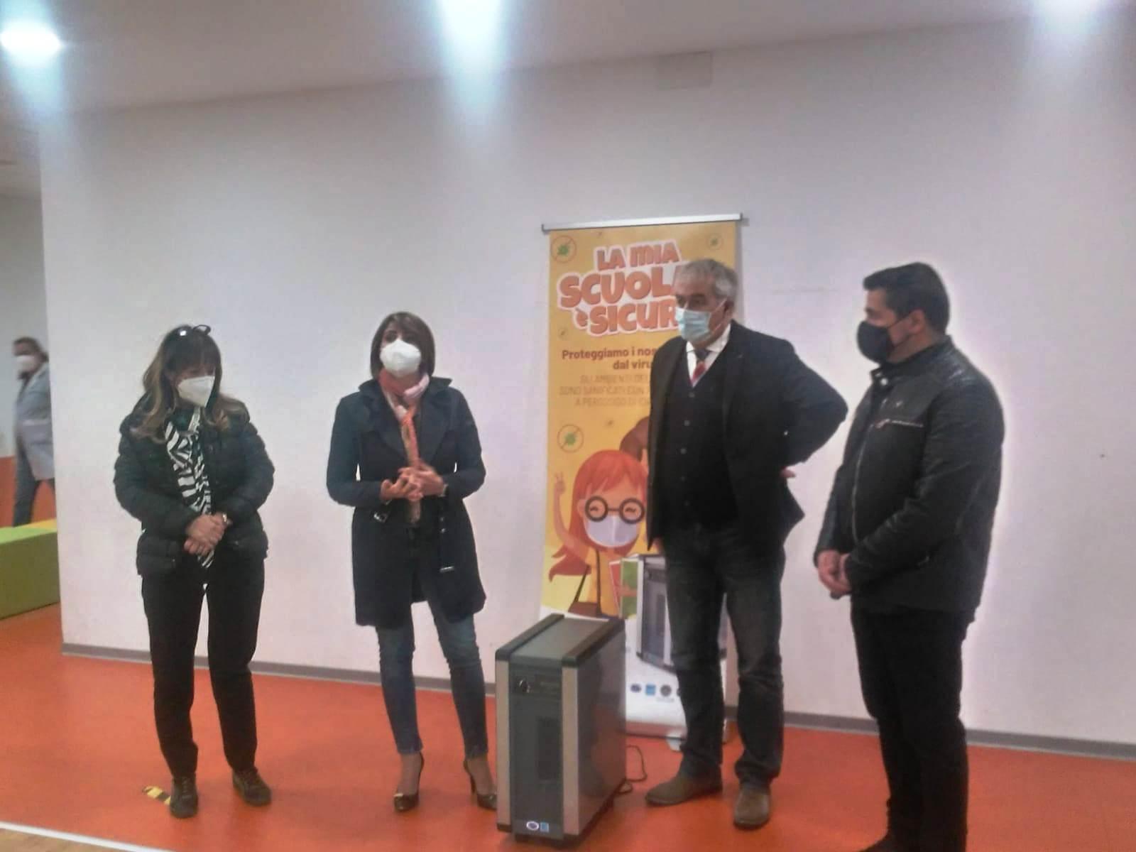 Celano, il comune consegna purificatori d'aria e sanificatori di ambiente alle scuole
