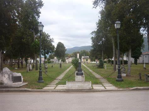 Ordinanza di Marsilio sulla commemorazione dei defunti, sospese cerimonie religiose nei cimiteri