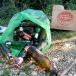 Giornata ecologica sul monte Salviano. Tra i cespugli rinvenuta una quantità ingente di bottiglie