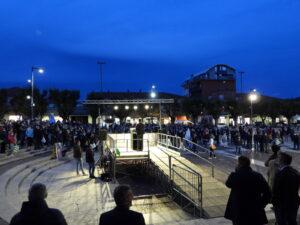"""Piazza Risorgimento affollatissima per il comizio di Gianni Di Pangrazio: """"Questi dovranno essere 5 anni con il sorriso, tutti insieme faremo vincere Avezzano!"""""""