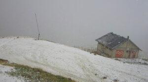 Inizia a cadere la neve sul Monte Magnola ad Ovindoli