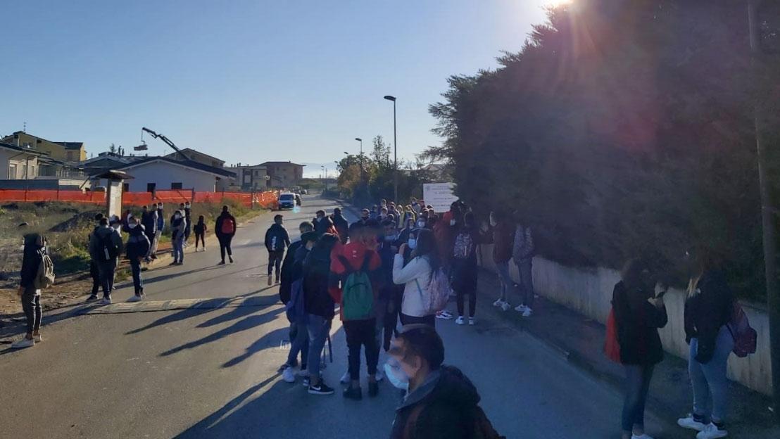 Le aule diventano fredde, protesta degli studenti all'Istituto Agrario di Avezzano