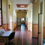A Pescina si approfitta della domenica per sanificare le scuole e i locali della Pretura