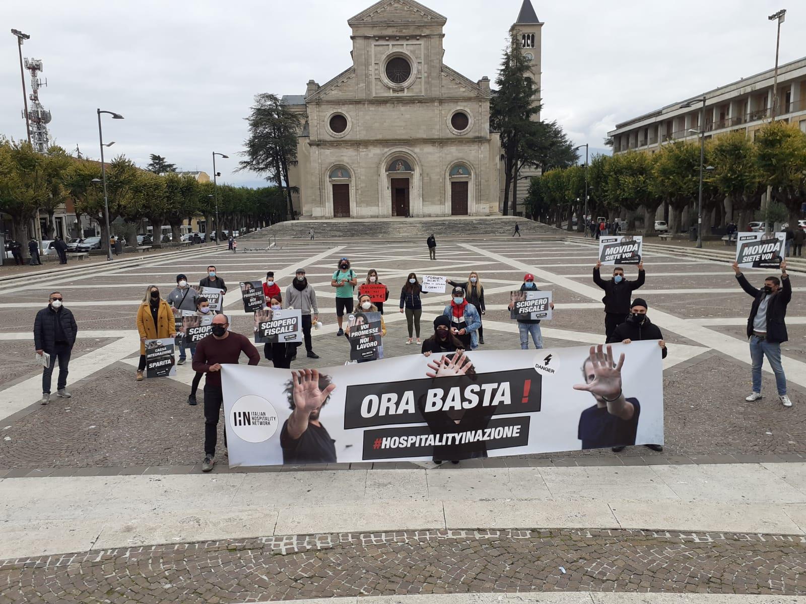 Ristoratori scendono in piazza ad Avezzano per una protesta pacifica, ricevuti in comune per un dialogo costruttivo