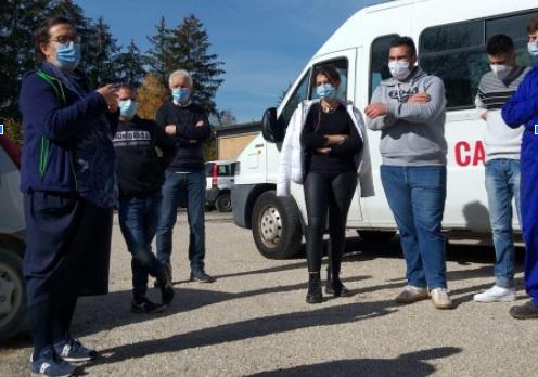 """Scuola e solidarietà. Gli studenti dell'Istituto Agrario """"A. Serpieri"""" donano parte del raccolto dell'orto didattico alla Caritas"""