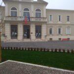 Il Comune di Pescina celebra la Giornata Mondiale contro la violenza sulle donne con la Panchina Rossa in Piazza Mazzarino