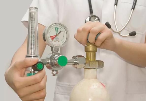 Gruppo Volontari Magliano de' Marsi ONLUS, riportate le bombole di ossigeno esaurite nella farmacia più vicina